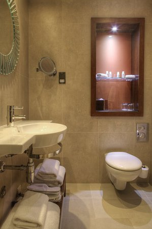 Hotel Indigo Glasgow: Spa inspired bathrooms feature rainfall showers & Aveda toiletries