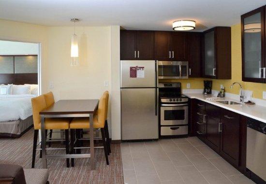 Fairlawn, Οχάιο: Two-Bedroom Suite Kitchen
