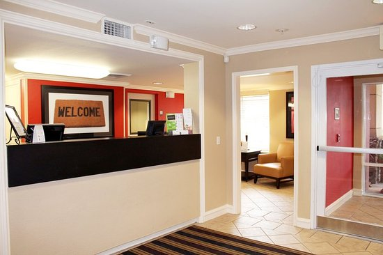 Extended Stay America - Chicago - Schaumburg - Convention Center: Lobby and Guest Check-in