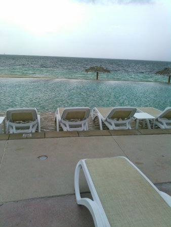 Lighthouse Pointe at Grand Lucayan Resort: Amazing few from the Infinity Pool