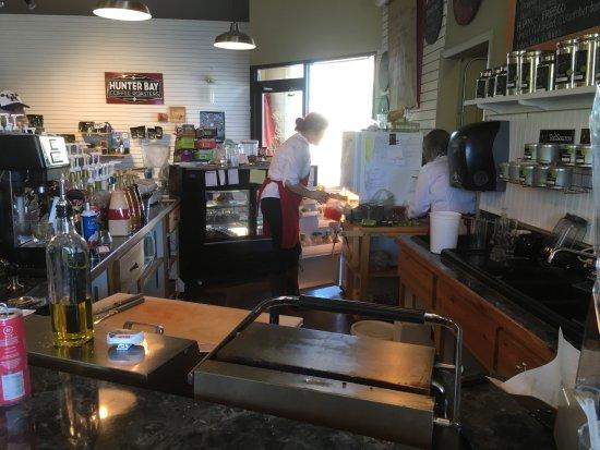 Plains, Монтана: The folks making sandwiches