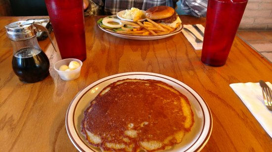 Pearce, AZ: Pancakes and Hamburger