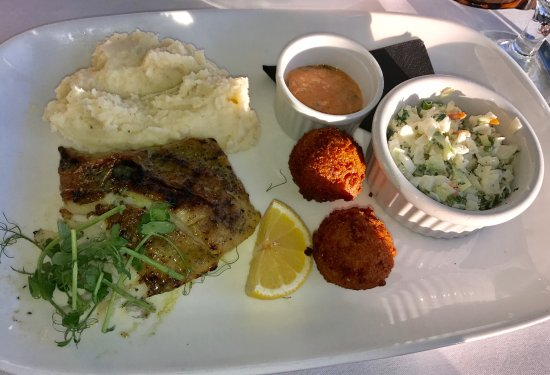 Seagrove Beach, FL: Grilled Grouper with garlic mash, slaw and hushpuppies.