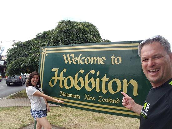 Matamata, Yeni Zelanda: Main Town Sign WELCOME To MIDDLE EARTH