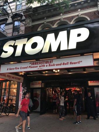 Stomp: Sign