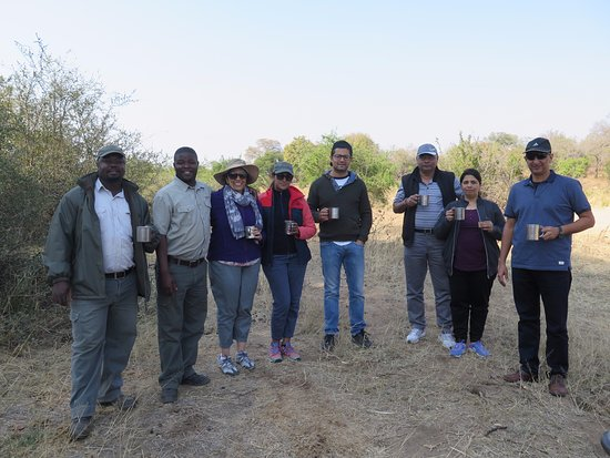 Timbavati Private Nature Reserve, Sudáfrica: With our rangers Clement & Tambo - coffee break during morning drive