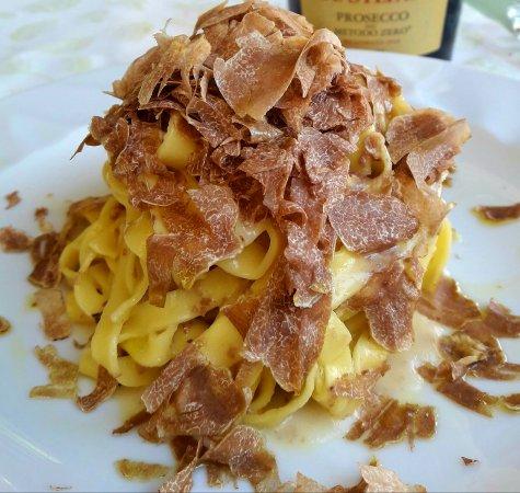 Bastia Umbra, Italy: La Tagliatella con TARTUFO BIANCO ,  burro e grana