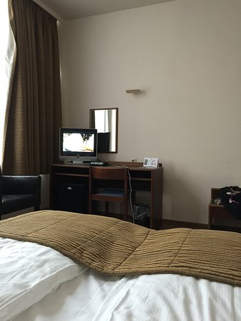 Hotel Prinse : Bring your binoculars if you want to watch the tiny TV from bed.