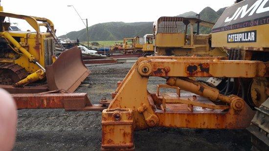 Martinborough, Nueva Zelanda: Bulldozers at Ngawi - used to launch fishing boats