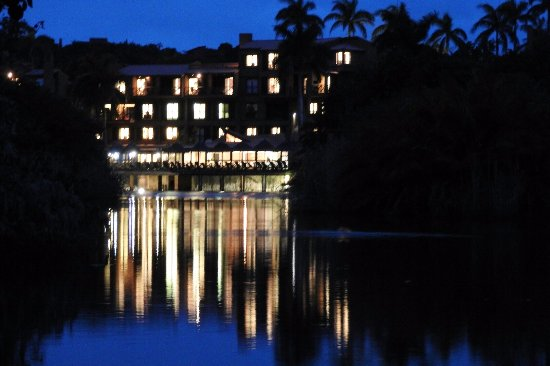 San Lameer, Sudáfrica: Hotel in evening