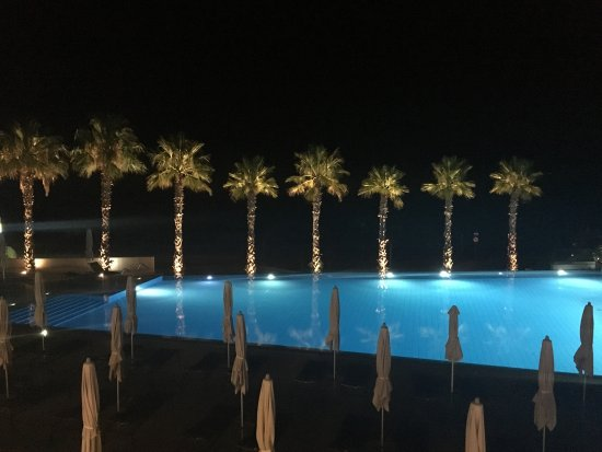 TUI Sensimar Tesoroblu Hotel & Spa: The Pool from the restuarant at night
