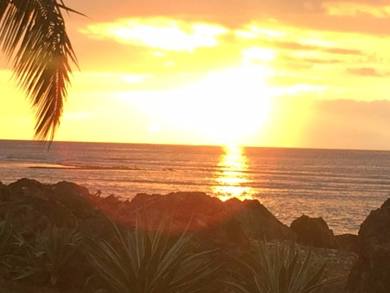 Aroha Taveuni: Sunset from lawn in front of our apartment