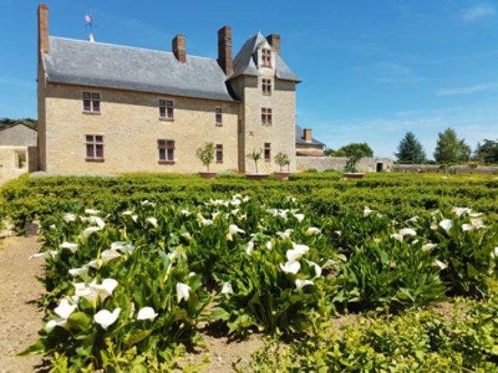 Martigne-Briand, France: chateau de villeneuve jardin italien