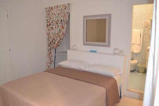 Cabina Armadio Napoli : Camera maruzzella con bagno privato cabina armadio tv e a c