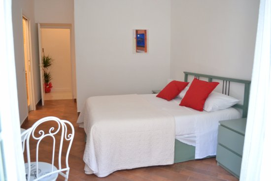 Cabina Armadio Napoli : Camera mergellina con bagno privato e cabina armadio foto di le
