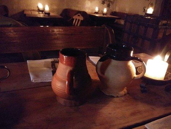 중세 유럽풍의 에스토니아 토속음식점