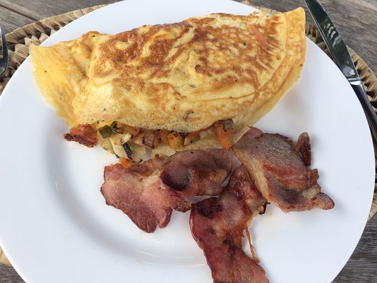 Vegetable omelet with a side of bacon for lunch for Aroha new zealand cuisine menu