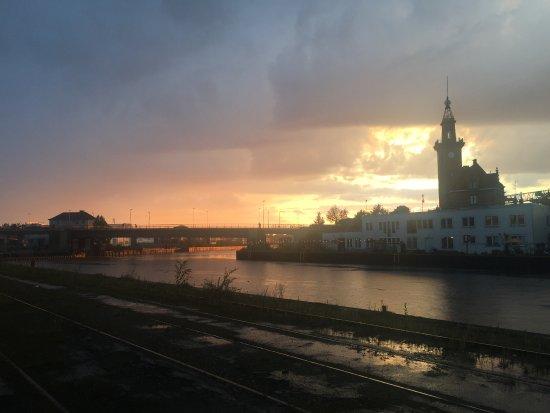 Dortmund, Alemania: Hafenamt im Sonnenuntergang ;-)