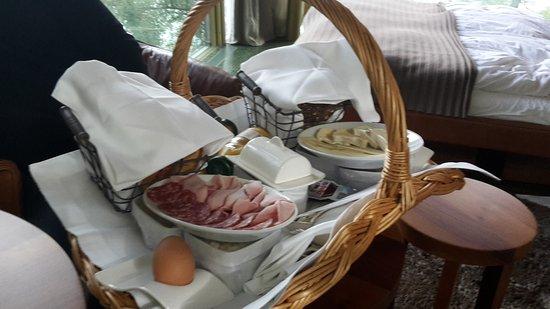 Meyriez, Suiza: Frühstückskorb
