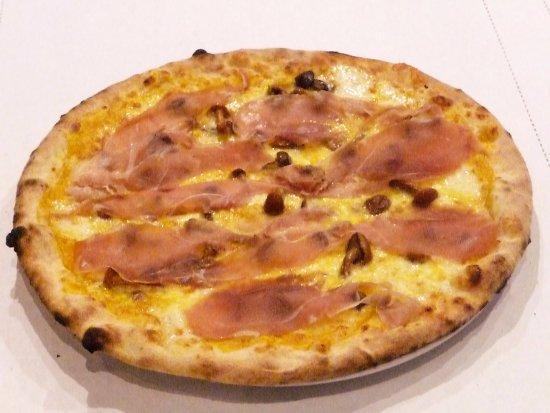 Martellago, Italia: Pizza Zuccaspeck: crema di zucca, mozzarella,chiodini, Asiago e speck a fine cottura.
