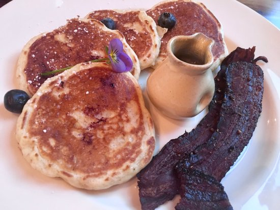 Holderness, NH: delicious blueberry pancakes with peppered bacon... yum!