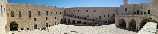 Castello Svevo di Barletta: Cortile interno