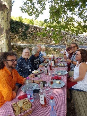 Vin en Vacances - Day Tours : Having a fantastic open air lunch