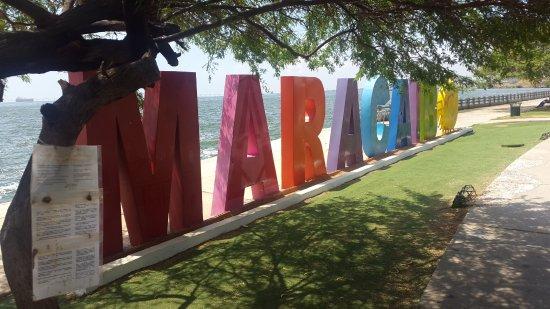 La vereda del lago Maracaibo: Lugar para tomarse fotos...