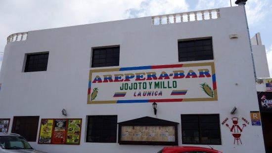 Mala, Spain: Esterno del locale