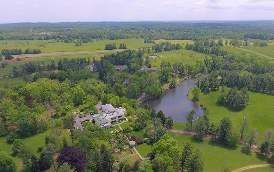 Aerial view of Airlie's 300 acre grounds
