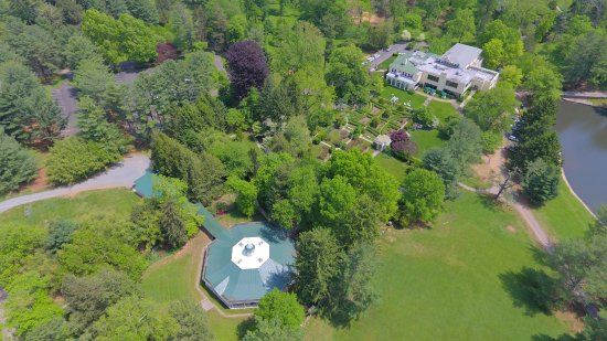 Aerial view of Airlie house, Pavilion, and formal gardens