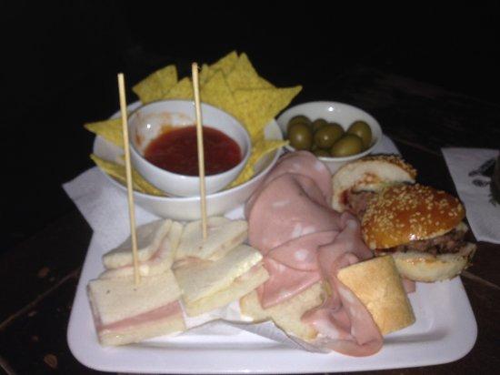 Alcuni dei nostri piatti offerti durante l'aperitivo