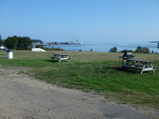 Grand Manan, Canada: View from the beach side of the motel