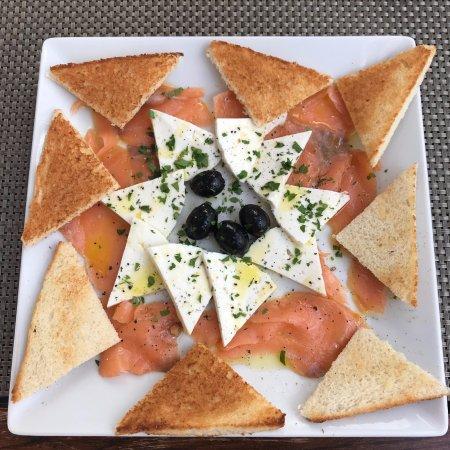 Restaurante Grill La Vaca Loca: Smoked salmon with goat cheese