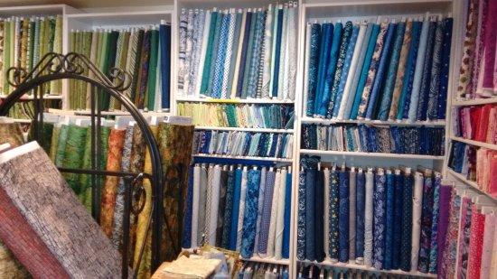 Portola, Kaliforniya: notice excellent organization of fabrics; purchasable