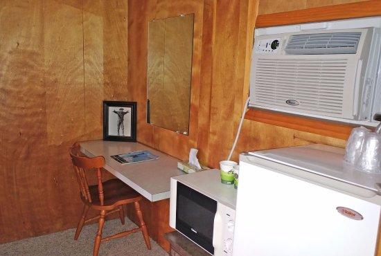 Raton Pass Inn: Another desk