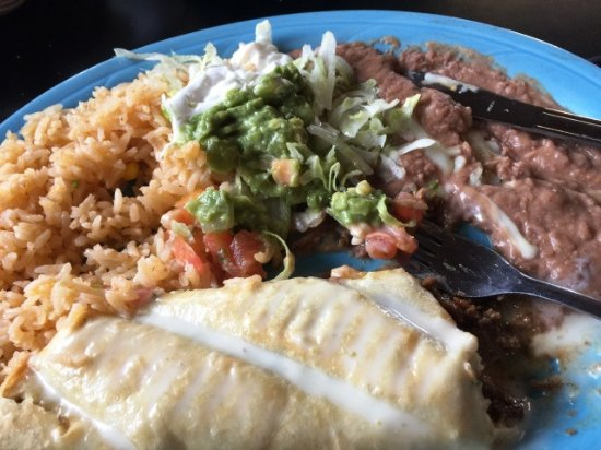 Marshall, Αρκάνσας: Luncheon Plate with Chimichanga with beef, refried beans & spanish rice.