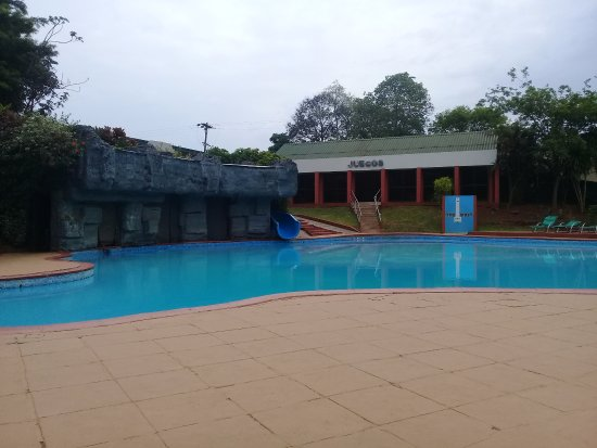 Exe Hotel Cataratas : La piscina