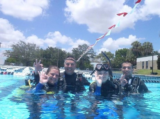 Davie, Floryda: Instructor Tommy Fernandez with Open Water Pool Training