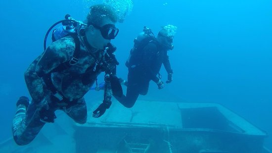 Davie, Floryda: Advanced Open Water Students Completing their Deep Dive