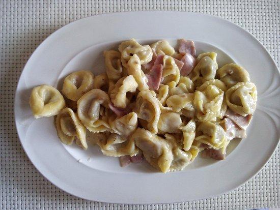 Tortellini panna e prosciutto - Picture of Ristorante RuiHao, Milan