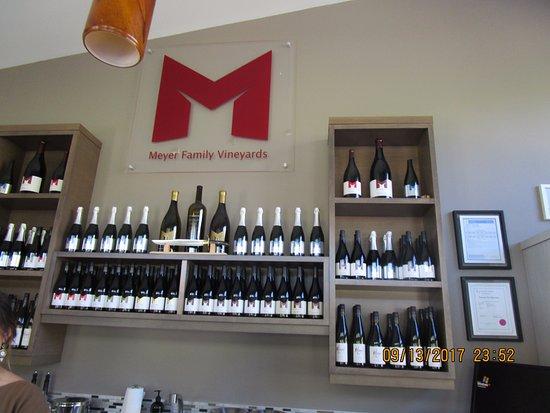 Okanagan Falls, แคนาดา: Tasting bar at Meyer's.