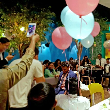 WANNA CUPPA Cafe And Bistro: Another Joyous Garden Party At WANNA CUPPA.