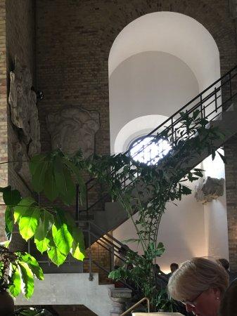 Tårnet: Indendørs i restauranten.
