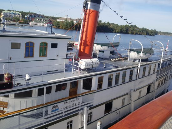 Muskoka Steamships: boat beside the wenonah II