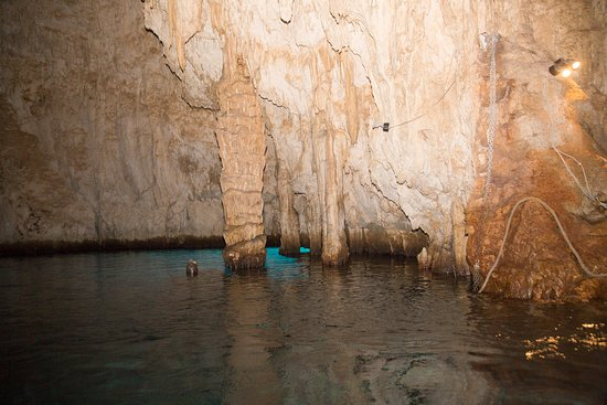 Grotta dello Smeraldo (Emerald Grotto): Emerald Grotto geology