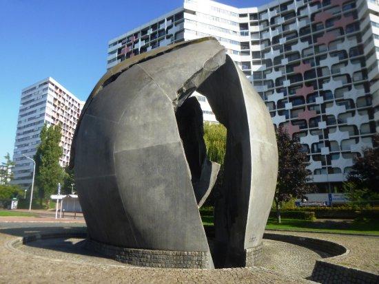 Monument en hommage a  la Resistance et a  la Deportation