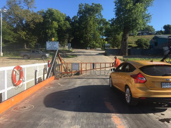 Golden Eagle, IL: Beautiful August morning, shortcut from Missouri to Illinois on the Ferry!
