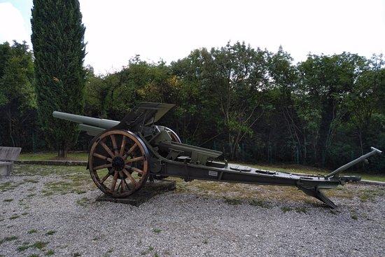 Fogliano Redipuglia, Italia: An old WW1 artillery piece