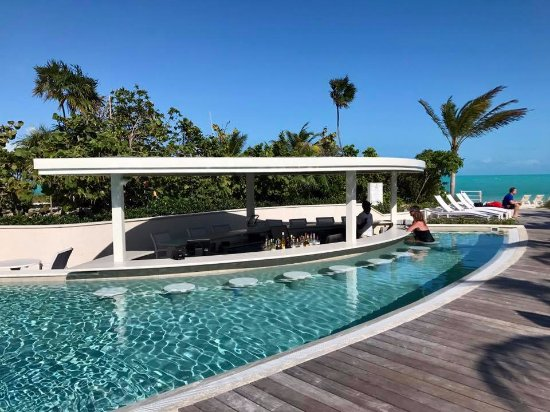 Long Bay Beach, Providenciales: Pool Bar
